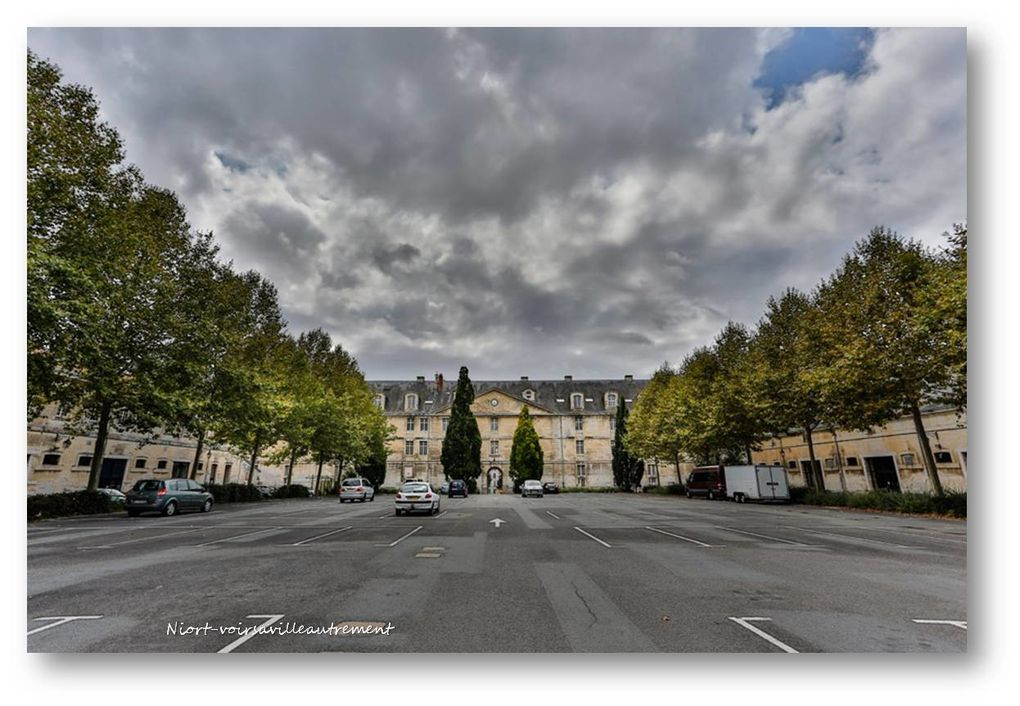 PLACE MARTIN BASTARD - PLACE CHANZY- PLACE DES MARTYRS
