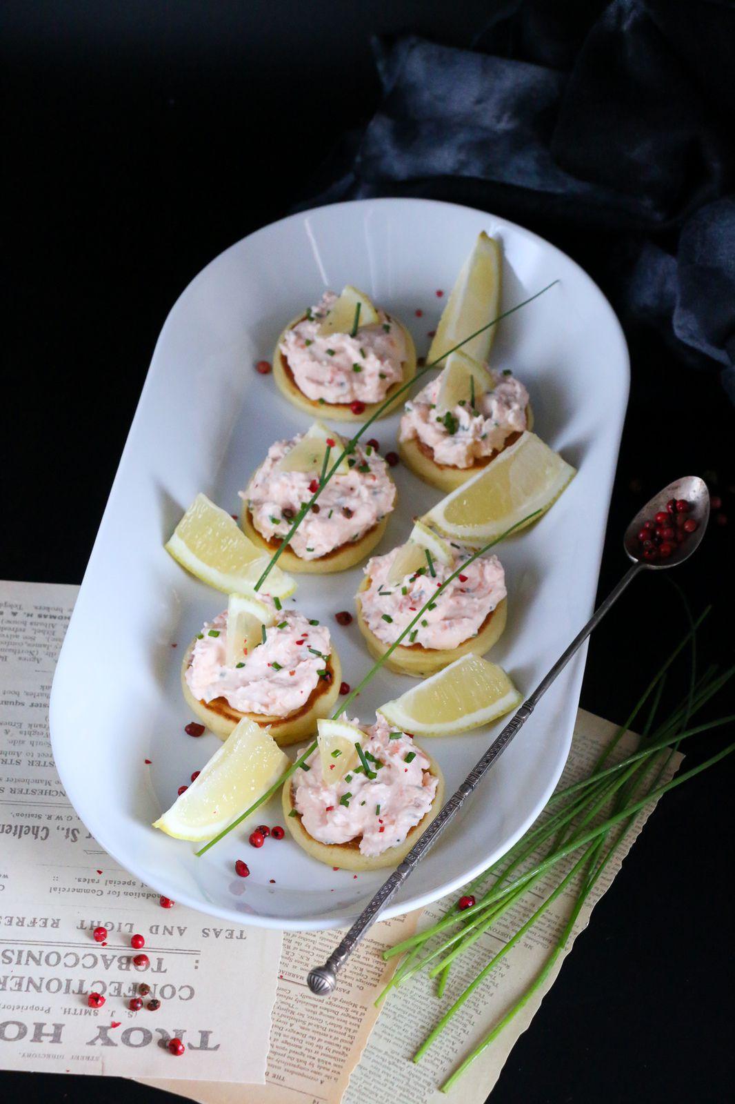 Mousse de saumon fumé à la ciboulette & blinis maison