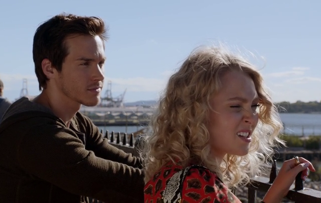 Critiques Séries : The Carrie Diaries. Saison 2. Episode 5. Too Close for Comfort.
