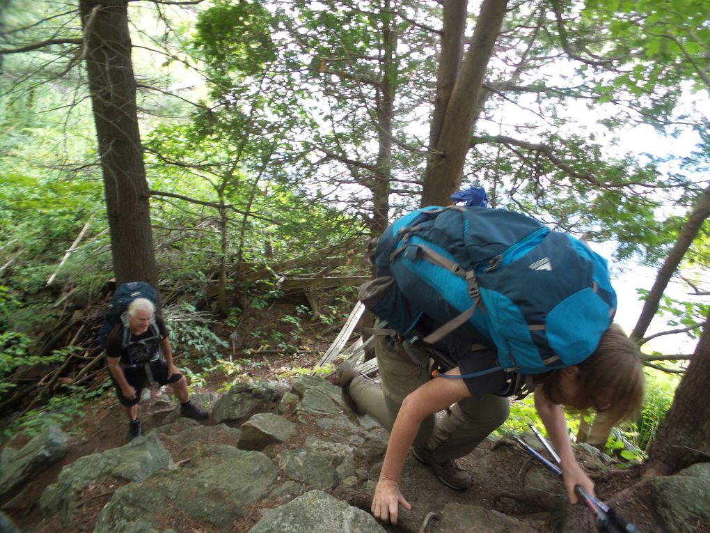 GROUPE A: 3,7 km de marche avec tout notre équipement de camping à porter pour se rendre au campement