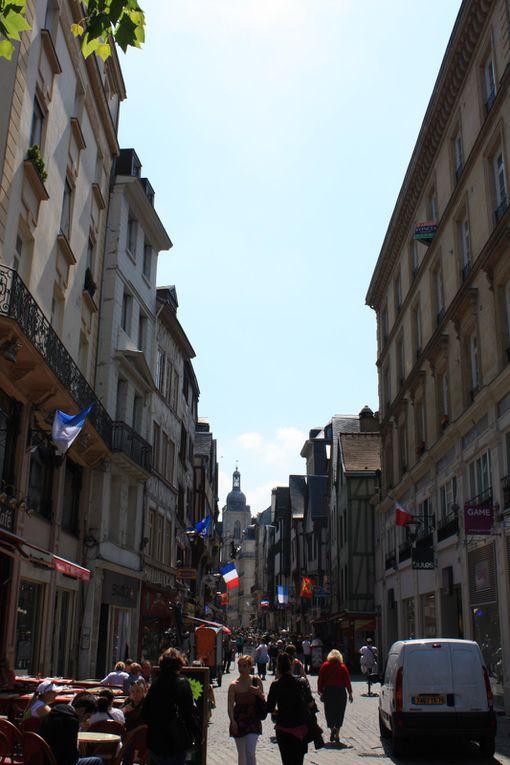 La place du Vieux Marché ou fut brûlée Jeanne d'Arc le 30 mai 1431... Photos: Emmanuel CRIVAT