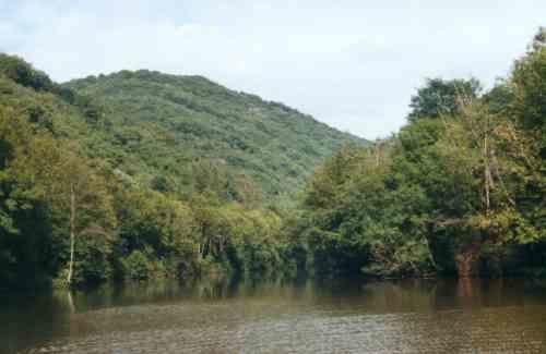 les rivières de l'aveyron et du Viaur, vues des berges, mais aussi de l'eau grâce à la kayakiste Martina. Quelques photos des villages que ces rivières traversent.Martina a séjourné dans notre gîte  au printemps 2009. Voir article sur le blog
