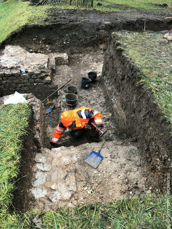 Sur la photo suivante nous découvrons des planches, voir madriers, signalés par l'archéologue dans sa visite guidée.