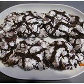 Biscuits craquelés au chocolat - Chocolate crinkle cookies - Recette en vidéo - www.sucreetepices.com