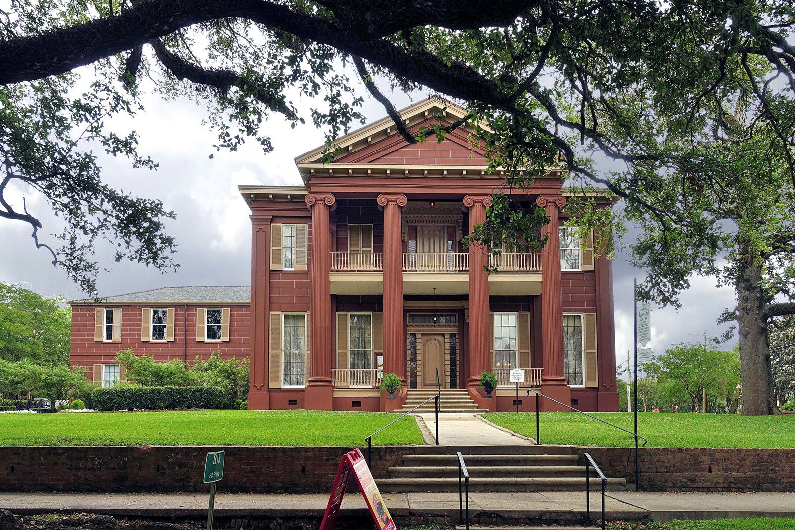 Natchez Magnolia Hall
