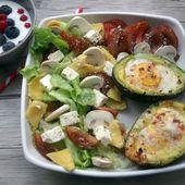 Recette : Avocat oeuf cocotte et salade tomate feta - Les Gralettes