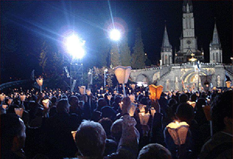 Procession au Sanctuaire de Lourdes