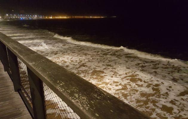 Grande marée de nuit sur le Remblai des Sables