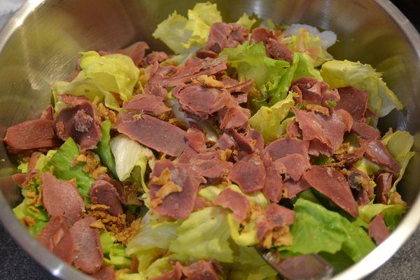 Salade aux gésiers et oignons frits