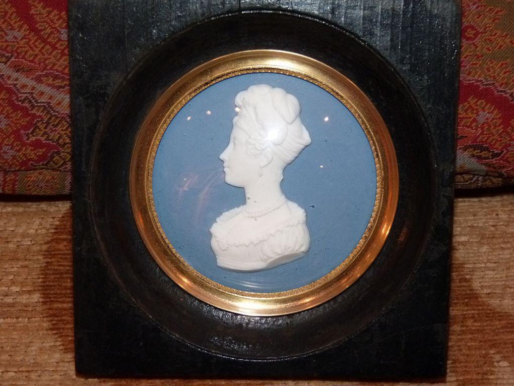 sélection de tableaux, dessins, souvenirs historiques, porcelaines, cristal, oeuvres d'art...vendus.