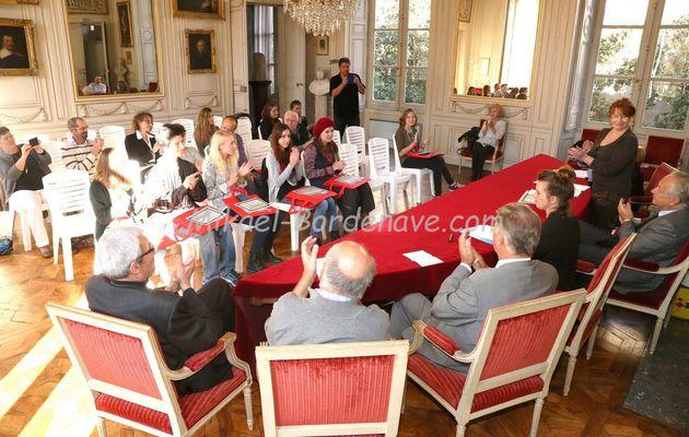 """Le prix de la Nouvelle du Salon du Livres des """" Gourmets deLettres """" 2015 décerné à Fanny Meplomp et Clémence van Herck, 09 octobre 2015."""