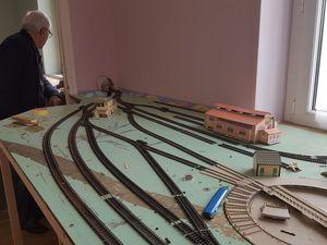 Construction d'un tunnel et poursuite des travaux sur le dépôt. Rail club Terrug presqu'île