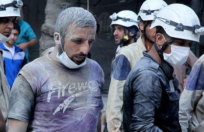 Les Casques blancs tournent une vidéo avec des «victimes d'intoxication» dans une «attaque chimique» de l'armée syrienne (Sputniknews)