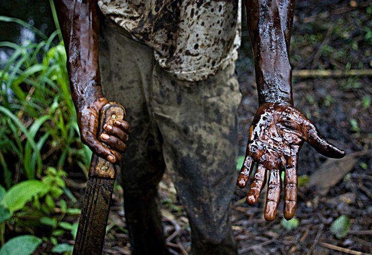 Shell tiene un largo historial de acusaciones en Nigeria. Derrame de fuel en la región del Delta de Níger. || EFE.- El Muni.