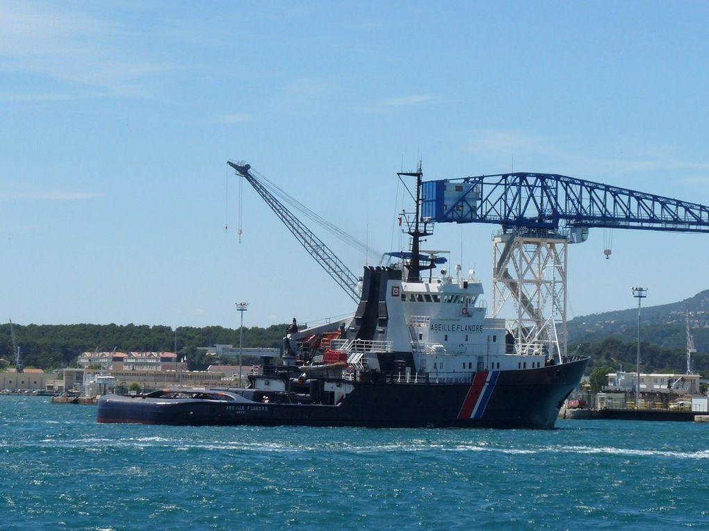 ABEILLE FLANDRE ,Remorqueur d'Intervention , d'Assistance et de Sauvetage  ,R.I.A.S , Affrété par la Marine Nationale depuis le 14/12/1979