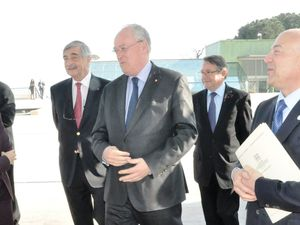 Arrivo delle autorità accolte dall'Ambasciatore e da Giuseppe Ambrosio, Seg. Generale AIIM