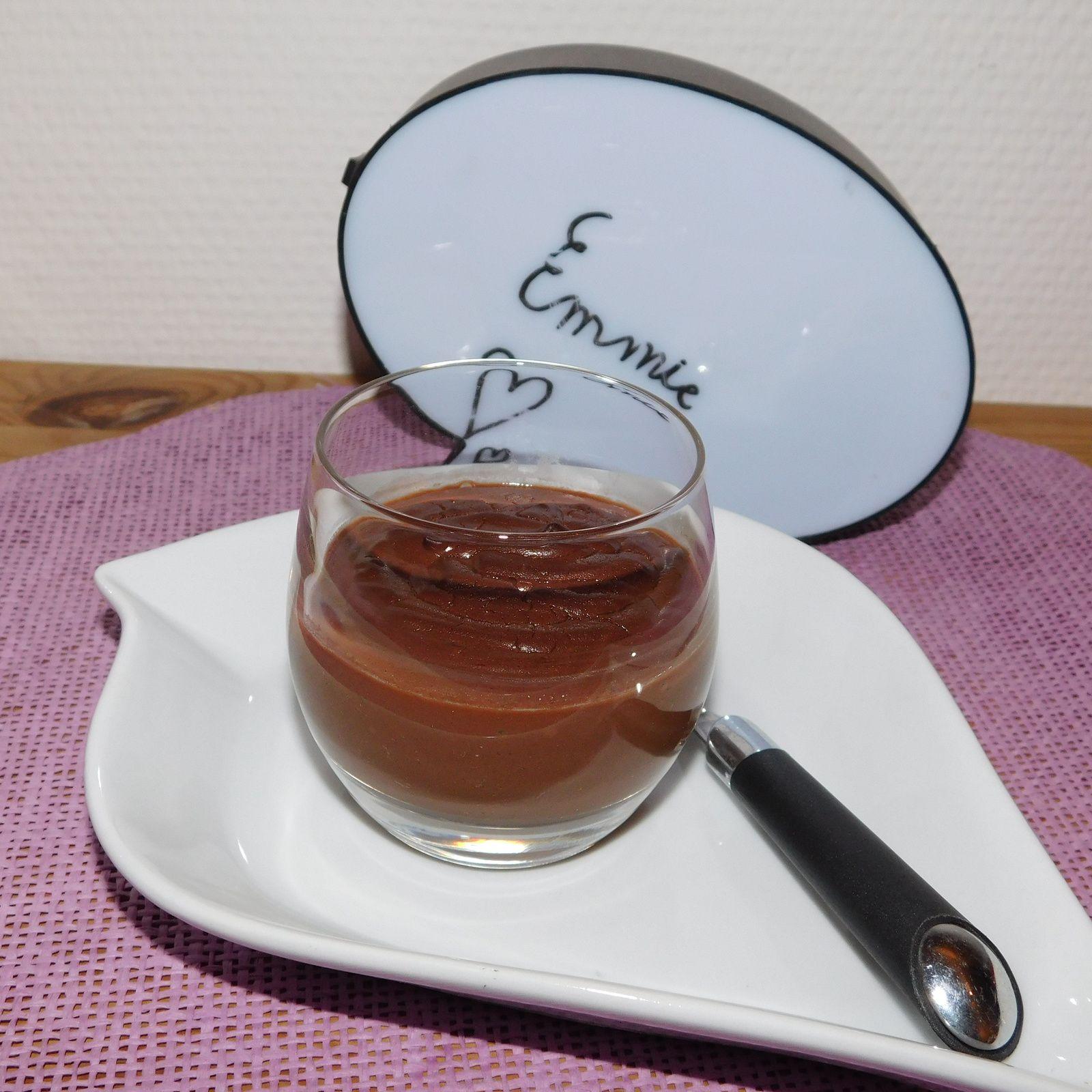 Crème au chocolat au lait d'amandes.