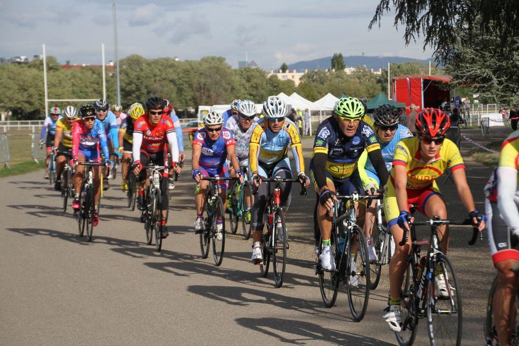 Cent quarante huit cyclistes ont participé au Grand Prix cycliste de Vénissieux