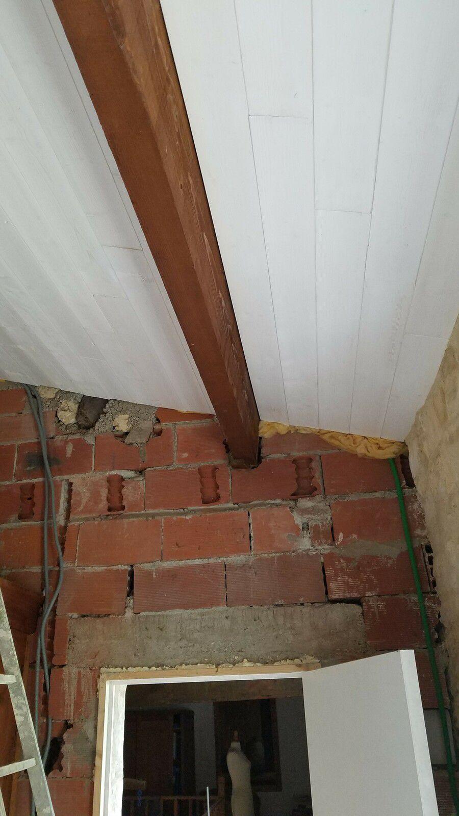 passage des gaines électriques pour prises et lumière, plus de gaine grise donc gaine verte de réserve qui sert ... 2ème partie du plafond finie