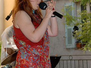 yaël angel, une chanteuse de jazz française à la voix grave et agile dans le monde du jazz vocal féminin