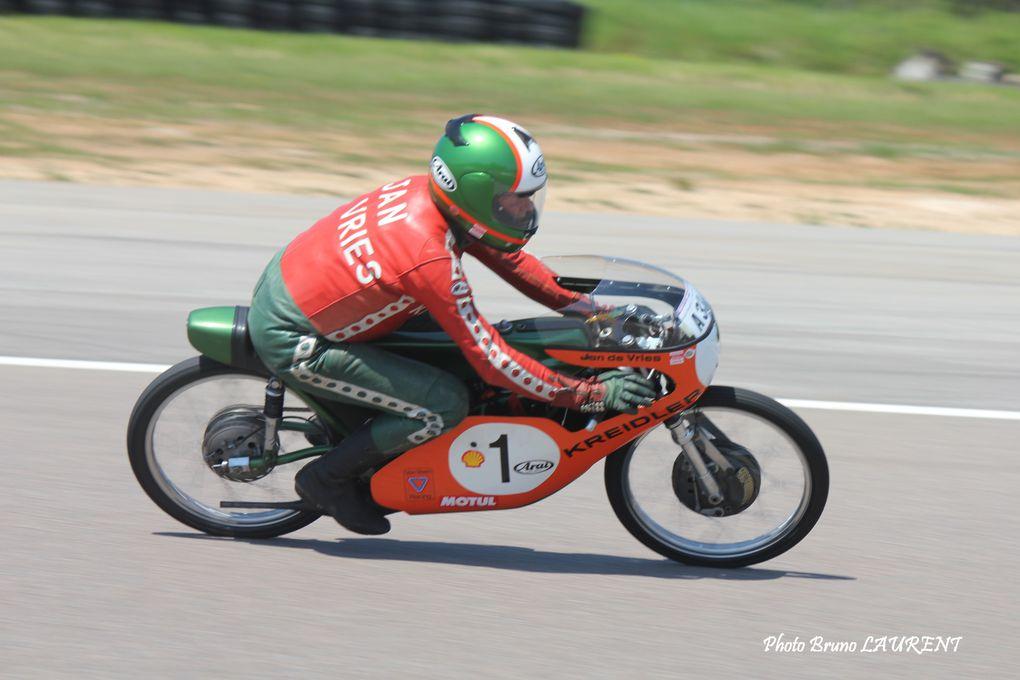 Photos-piste-coupes Moto-Legende-2012 série grand prix Démonstrations moto et side car Agostini, Read Herero et les autres