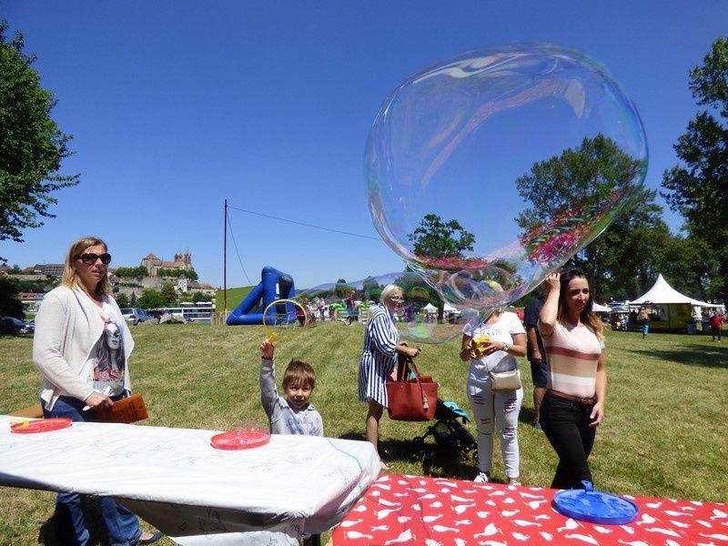les bulles ont éclatées pour le plaisir des petits et des grands