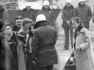 Fouilles au lycée de Bakırköy, 12 janvier 1980. Cliquer pour agrandir. Kadir Can, pp. 128-129