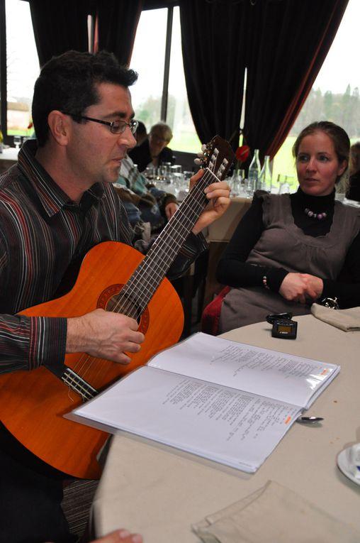 Repas de Noël au Pavillon de Gouffern à Silly en Gouffern, animation musicale