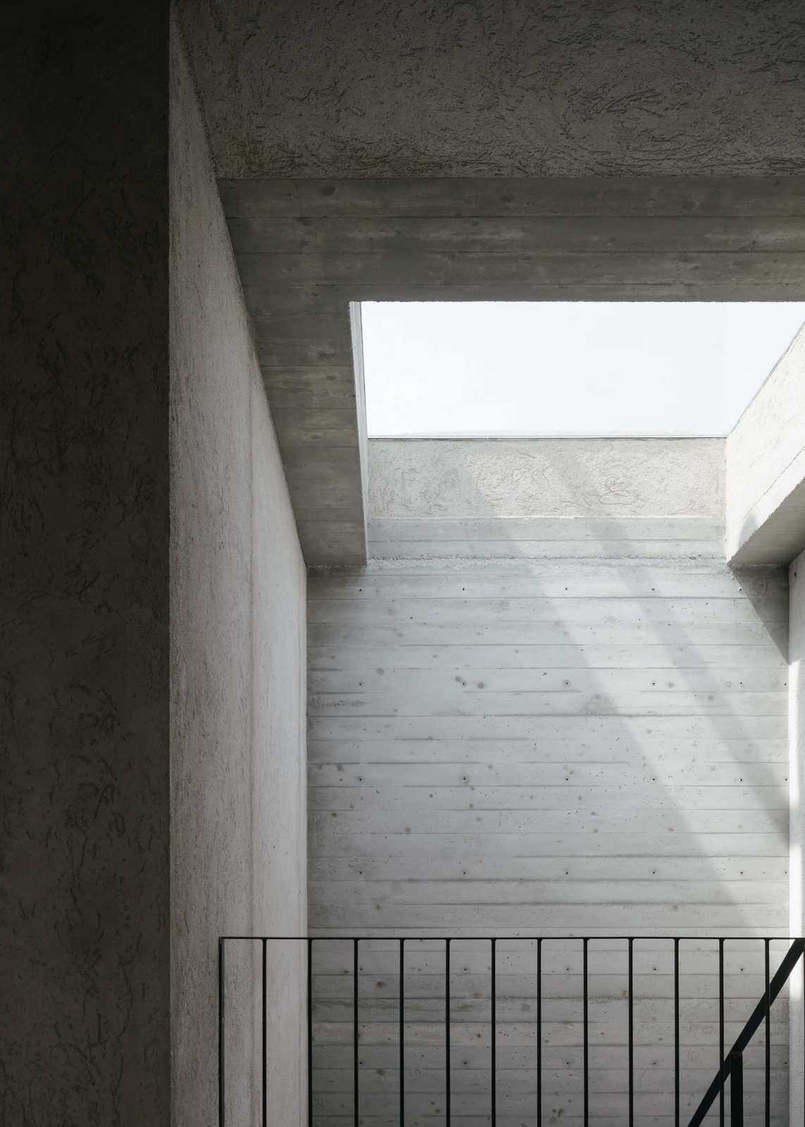 RESTYLING A RESIDENTIAL BUILDING FROM THE SIXTIES, A RENOVATION MADE IN ITALY BY ARCHISBANG