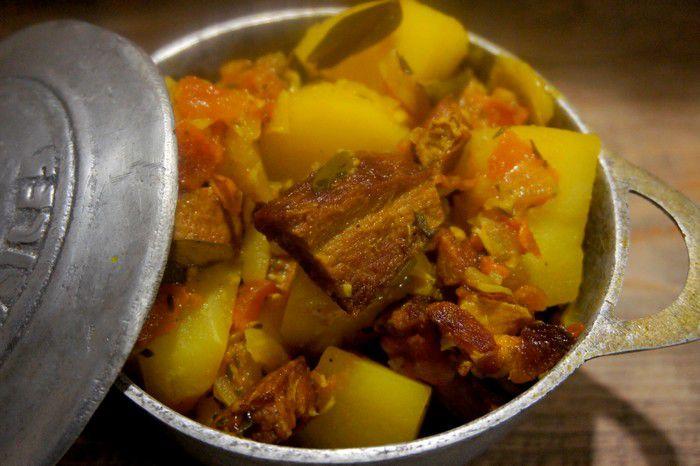 Cari boucané pommes de terre réunionnais