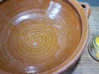 2 - Presser le jus d'1/2 citron. Réserver. Casser les oeufs en séparant le blanc des jaunes, réserver les blancs (garder les jaunes pour utiliser dans une autre recette). Passer les morceaux de melon au mixeur avec le sucre. Faire chauffer quelques secondes le jus de citron au micro-ondes, rajouter la gélatine essorée, laisser se dissoudre en mélangeant et incorporer le tout à la préparation au melon.