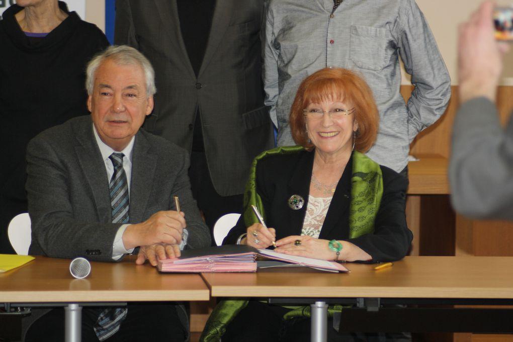 Photos de la signature de la Charte Ya d'ar Brezhoneg pour la ville de Nantes, le 6 avril 2013, dans la salle Aristide Briand de l'Hôtel municipal Rosmadec