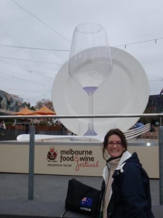 Melbourne, capitale de l'état du Victoria, 3 jours à peine là aussi!!! trop peu, le temps gris mais bénéfique pour stopper les feux de brousse qui sévissaient autour de la ville; revoir Isa ma collégue, c'était bien cool.
