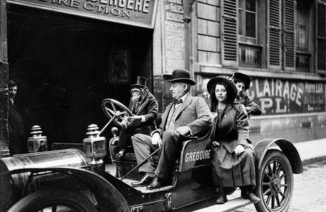Paris insolite : le singe des Folies Bergères, en voiture Grégoire