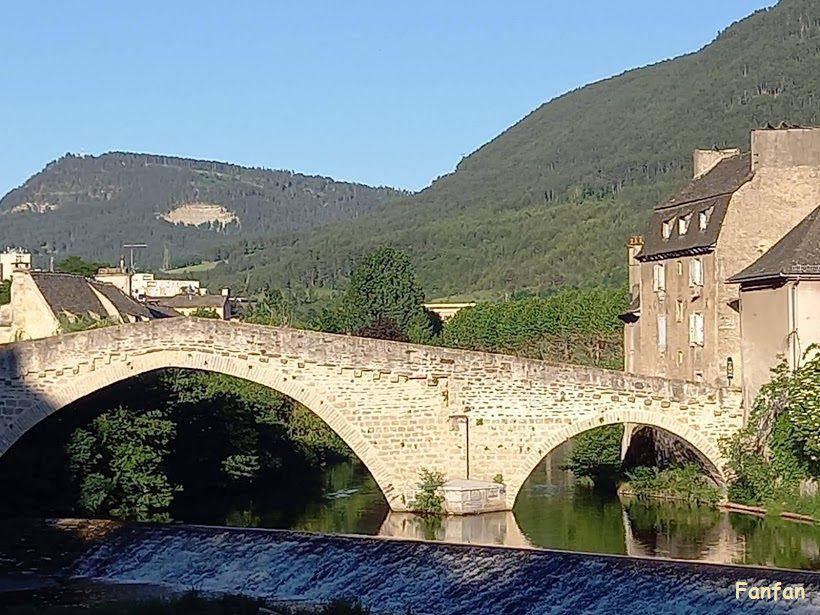 Village d'Ardèche, pont de Mende, abbaye du Bec Hellouin