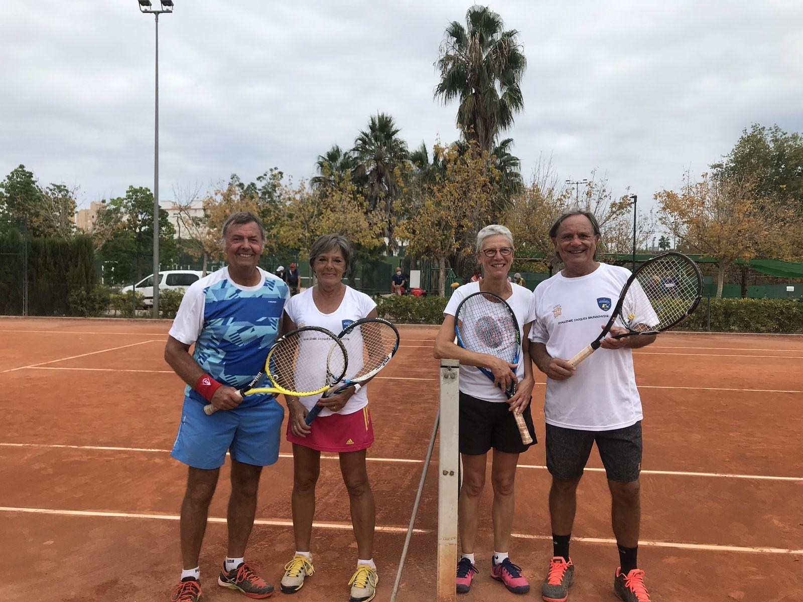 1/2 finale double mixte : Victoire Dominique Hallay/Michel Sahut contre Cathy et Georges Mansard