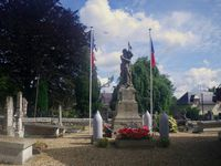 Bouquetot-Eure- Eglise-Aubépine-If-Croix de cimetière avec vigne-Hêtre pourpre, Monument aux Morts Guerre 14-18, Cl. Elisabeth Poulain