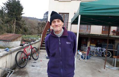 Rencontres Improbables: Un réparateur de vélo à Nans sous Sainte Anne (...)