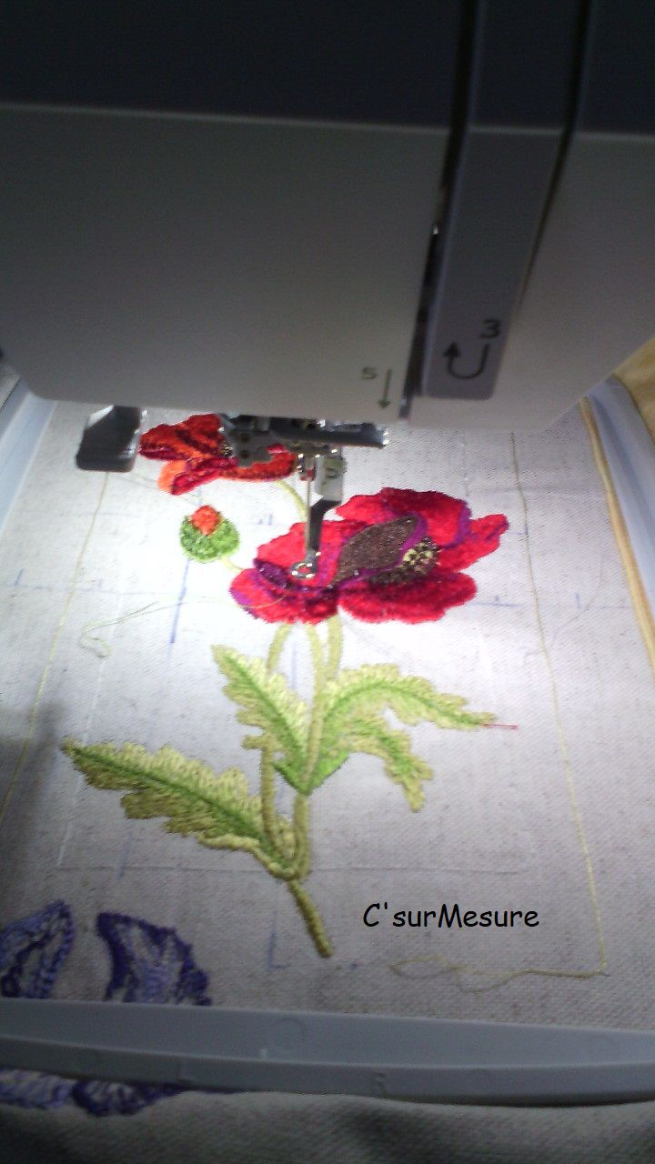 Broderie : Coquelicot 3 sur lin.