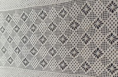 un chemin de table au crochet