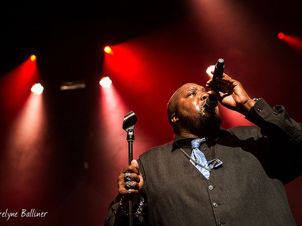 Sugaray Rayford et   Hat Fitz & Cara à la Traverse