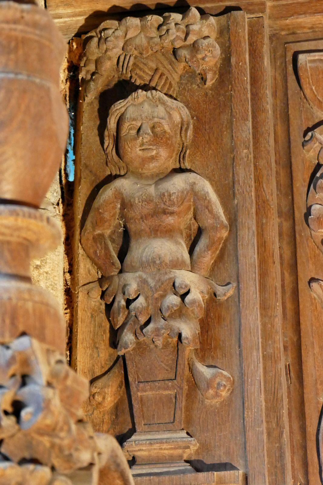 Face intérieure de la clôture de chœur (bois, vers 1570-1580) de la chapelle Saint-Herbot. Photographie lavieb-aile 4 août 2021.