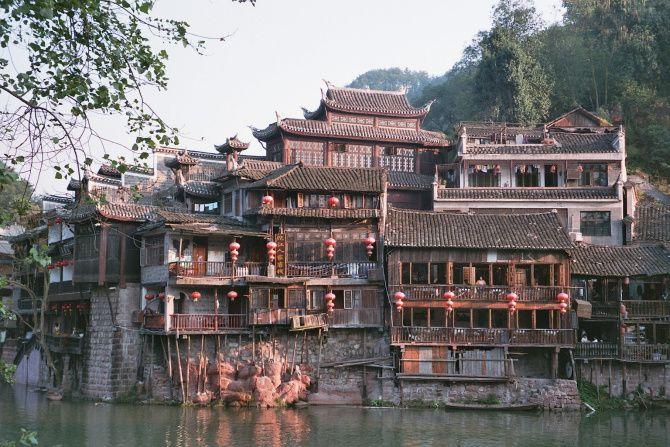 """Hunan, au centre de la Chine... patrie de Mao mais aussi les chinois disent """"c'est la campagne la-bas""""... une région difficile d'accès, mal desservie par les transports... à découvrir !!!"""