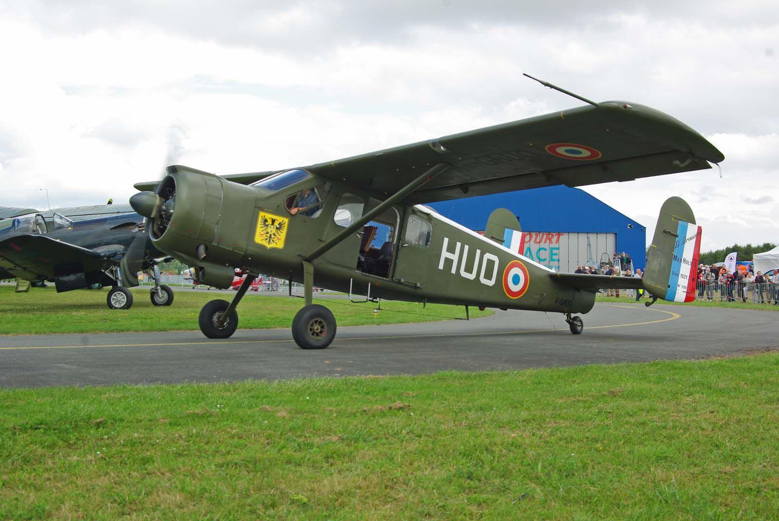 Les avions basé localement font leur show avec le Max Holste 1521 Broussard N°299 F-GHUO.