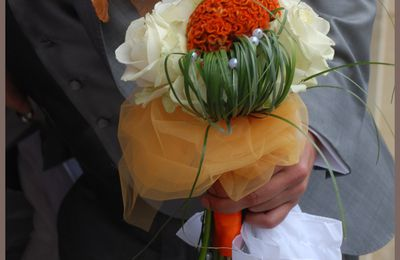 Bouquet de mariée orange retombant...