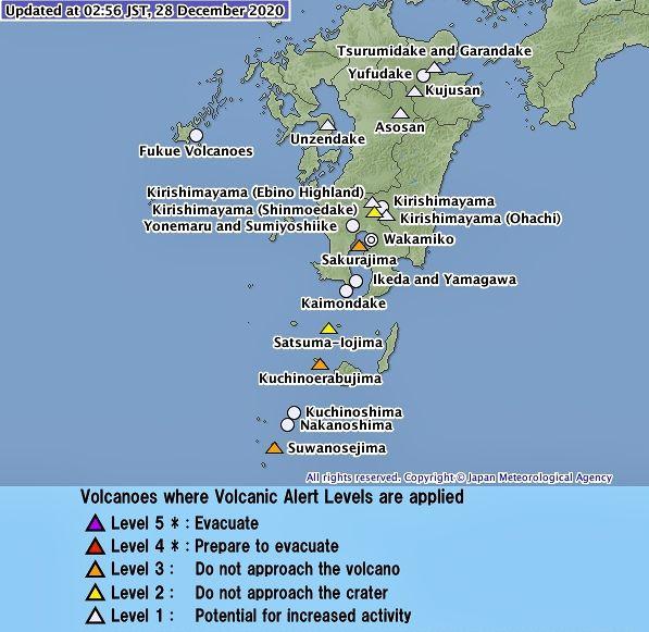 """Le JMA a relevé le niveau d'alerte de Suwanosejima à """"3 / ne pas approcher du volcan """" le 28.12.2020"""