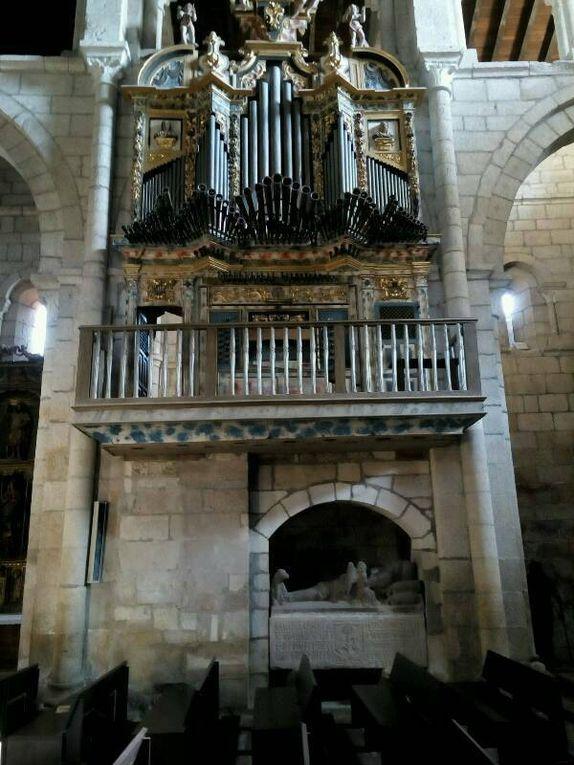 Xunqueira de Ambia : église Santa Maria la Real, classée Monument national espagnol.