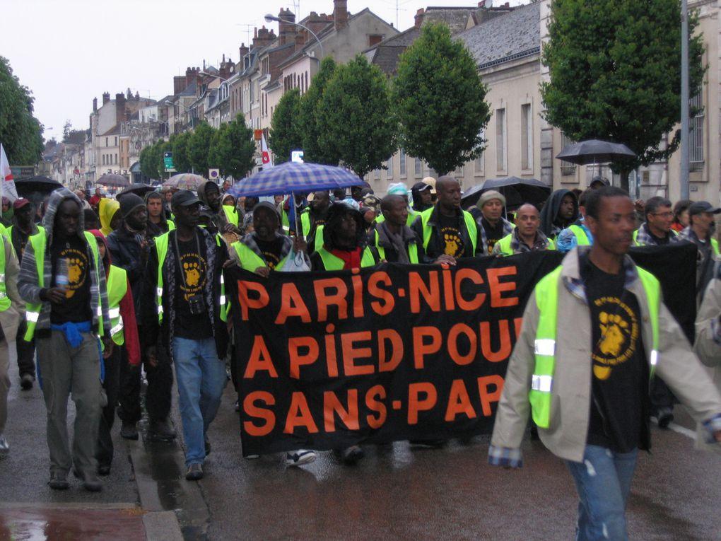 """""""Marche des Sans-Papiers""""  Étape de Joigny le 05 mai 2010  Mairie - Marché couvert -  Repas du soir et petit déjeuner matin du 06 mai"""