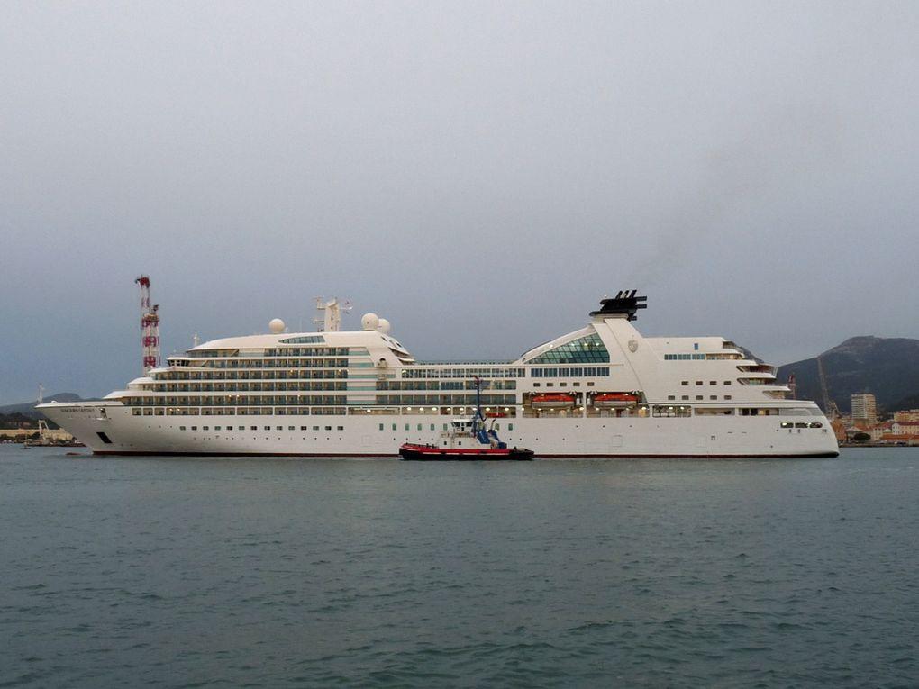 SEABOURN ODYSEY , arrivant au port de Toulon le 09 novembre 2016