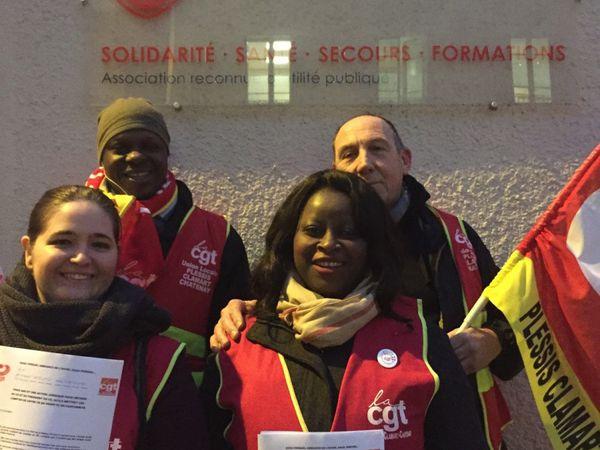 Rassemblement de la CGT devant le siège de l'Ordre de Malte à paris, en soutien à nos 2 camarades: Laetitia et Betty.
